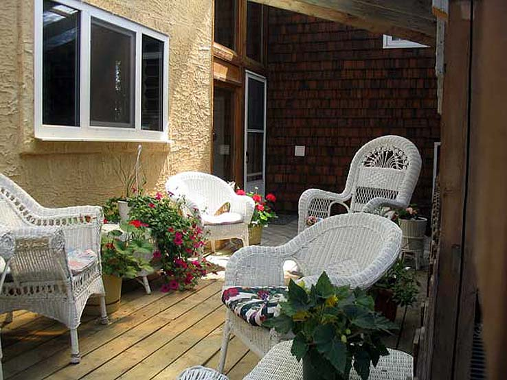 Veranda at Canadian Artisans